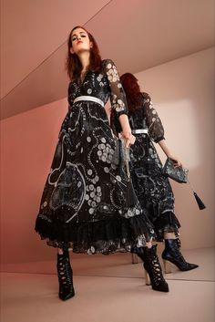 Sfilata Just Cavalli Milano - Pre-collezioni Primavera Estate 2018 - Vogue