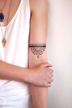 Simple and Easy to Make Henna Tattoo Designs for Hands And Arms . - tattoos and piercings - Henna Designs Hand Tribal Tattoo Designs, Tattoo Design For Hand, Tattoo Designs And Meanings, Aztec Designs, Henna Designs, Boho Designs, Tattoo Henna, Tattoo Trend, Band Tattoo