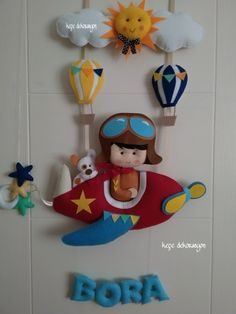 Pilot kapı süsü Family Crafts, Baby Crafts, Felt Crafts, Diy And Crafts, Felt Mobile, Baby Mobile, Felt Wreath, Felt Garland, Felt Name Banner