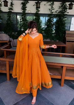 Pakistani Dresses Casual, Indian Fashion Dresses, Indian Bridal Outfits, Indian Gowns Dresses, Dress Indian Style, Pakistani Dress Design, Indian Designer Outfits, Fashion Outfits, Simple Anarkali Suits