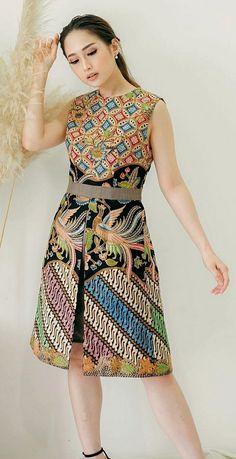 Batik Kebaya, Batik Dress, Batik Fashion, Traditional Dresses, Designer Dresses, Cool Outfits, My Style, Silhouettes, Womens Fashion