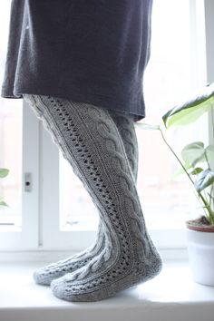 PITKÄT PALMIKKOSUKAT - OHJE Cable Knit Socks, Wool Socks, Knitting Socks, Knitting Ideas, High Knees, Boot Cuffs, Farrow Ball, Marimekko, Festival Outfits
