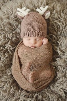 A simple hat is all you need for the perfect photo shoot! We love this sweet and innocent woodland look with a deer hat!
