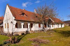 Balatonhenyéhez hasonló tüneményes zsákfalu kevés van az országban 7 Cottage Homes, House Styles, Decor, Houses, Urban, Homes, Decoration, Decorating, House
