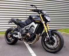 La concession Lebossé Yamaha nous présente sa #Yamaha MT-09 Golden Black.