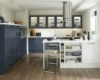 Love the half height units - Howdens Greenwich Gloss Navy kitchen Navy Kitchen, Gloss Kitchen, Kitchen Dining, Dining Room, Howdens Kitchens, Blue White Kitchens, Kitchen Units, Kitchen Ideas, Kitchen Inspiration