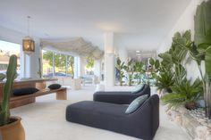 Muebles y decoración para el exterior en el Showroom de Gunitec Pool Spa. #piscinas #pools #outdoor #outdoorliving #design #diseño #exterior #spa #wellness #arquitectura #showroom
