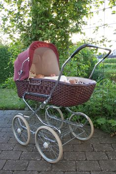 . Pram Stroller, Baby Strollers, Vintage Pram, Prams And Pushchairs, Dolls Prams, Baby Buggy, Baby Prams, Baby Carriage, Plum Purple