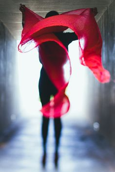 the answer is blowing in the wind Photography Women, Amazing Photography, Fashion Photography, I See Red, Red Scarves, Red Color, Lady In Red, Photo Art, Chakra