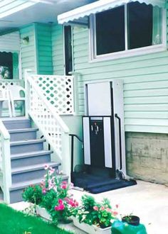 A wheel chair porch lift is ideal to make your porch accessible to everyone. A vertical wheelchair lift uses less space and allows not only porch access but also access to your home as well. Handicap Accessible Home, Handicap Ramps, Portable Wheelchair Ramp, Access Ramp, Easy Access, Linden Homes, Ramp Design, Stair Lift, Aging In Place