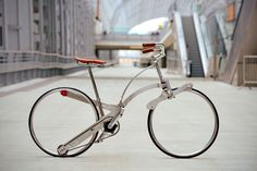 Sadabike is a hubless bike which can fold up to the size of an umbrella with one movements. source:www.sadabike.it
