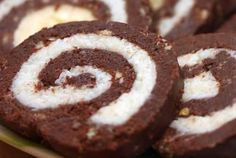 Rolat od kokosa - Recept - Slatki rolati i salame Cookie Desserts, Cookie Recipes, Dessert Recipes, Quick Rolls, Serbian Recipes, Serbian Food, Delicious Desserts, Yummy Food, Cheesecake Ice Cream