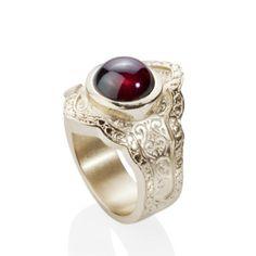 Little Secret mittlerer Ring aus Silber mit Granat. Weite 54. - Raritäten