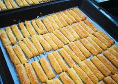 Gluténmentes sajtos rúd | Deák Erika receptje - Cookpad receptek Grill Pan, Rum, Grilling, Paleo, Food, Drink, Griddle Pan, Beverage, Crickets