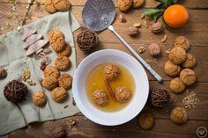 Μελομακάρονα για όλα τα γούστα: 5 αγαπημένες μας συνταγές Cereal, Stuffed Mushrooms, Vegetarian, Cookies, Vegetables, Breakfast, Christmas, Food, Stuff Mushrooms