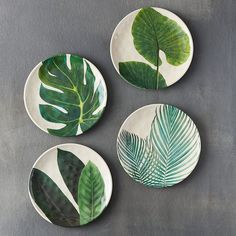 Tropical Foliage Melamine Plate Ideal for picnics and casual outdoor dining, this shatterproof, bamboo melamine plate is topped wit Pottery Painting Designs, Paint Designs, Diy Clay, Clay Crafts, Ceramic Plates, Ceramic Pottery, Decorative Plates, Ceramic Painting, Ceramic Art