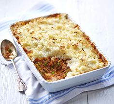 Beef & lentil cottage pie with cauliflower & potato topping. Try a new topping for your comforting bake by adding cauliflower and a little cheddar cheese - there'll be some leftover for a second meal, too Sausage Recipes, Beef Recipes, Cooking Recipes, Budget Recipes, Healthy Cooking, Healthy Meals, Healthy Life, Healthy Food, Healthy Living