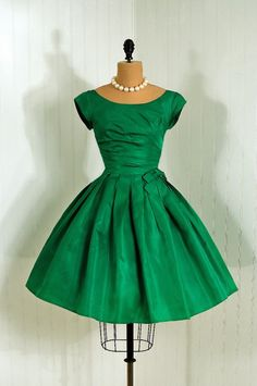 #Vintage - 1950's Vintage Emerald Green, shimmer silk taffeta, Couture Dress. I want this so bad!