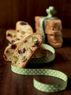 Cranberry and Pistachio Biscotti - A great gift for this Father's Day!