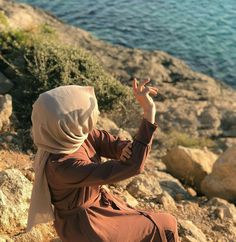 Image may contain: one or more people, ocean, child, sky, sh Photography Tags, Tumblr Photography, People Photography, Hijabi Girl, Girl Hijab, Hijab Outfit, Muslim Girls, Muslim Couples, Fake Girls