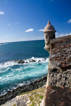 Just north of the Old San Juan district, within the San Juan National Historic Site, lies Castillo San Felipe del Morro, a citadel, or fortress. Don't miss it on your trip to Puerto Rico! Puerto Rico, Things To Do, Old Things, Writing Topics, Let Your Light Shine, Future Travel, 16th Century, Historical Sites, Birth