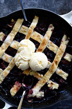 Southern Blackberry Cobbler Recipe - This blackberry cobbler makes a classic dessert. Including a lattice top and pastry dumplings, this blackberry cobbler is a favorite. Southern Peach Cobbler, Classic Desserts, Fun Desserts, Delicious Desserts, Blackberry Pie Recipes, Amish Recipes, Cooking Recipes, Pie Dessert, Cobbler Recipe