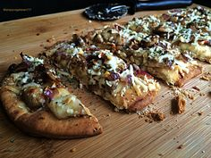 Caramelized Mushrooms Spicy Flatbread #MeatlessMonday #vegetarian