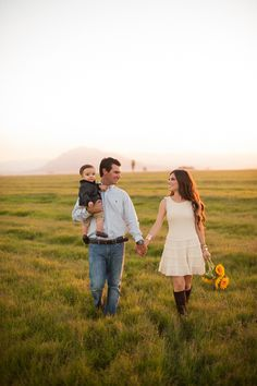 Farmer's Market Inspired Family Shoot- would be cute with Leighton in the middle, next year maybe.