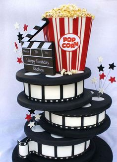 My birthday cake by the way this cake was amazing it was vannila cream then after the party me and my family went to the MOVIES! So fun and exciting! Hollywood Party, Hollywood Cake, Hollywood Birthday Parties, Deco Theme Cinema, Cinema Party, Kino Party, Movie Cakes, Movie Theme Cake, Film Cake