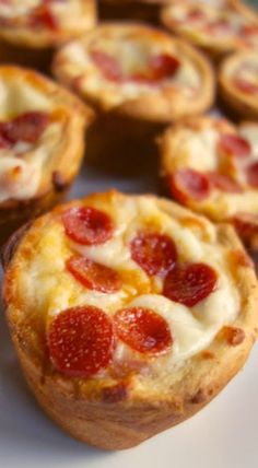Deep Dish Pizza Cups -  1 can refrigerated crescent rolls (I used the seamless sheet)  1/2 cup pizza sauce  1 cup shredded mozzarella cheese  1/2 tsp garlic powder  pizza toppings
