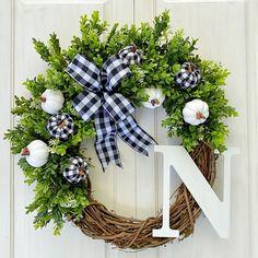 All Things Christmas, Christmas Fun, Christmas Wreaths, Diy Wreath, Grapevine Wreath, Black And White Ribbon, Pumpkin Wreath, White Pumpkins, Fall Wreaths