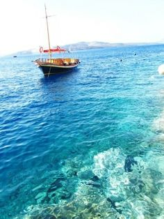 Greece - I adore this place. This photo brings back memories ☺ Places Around The World, Oh The Places You'll Go, Places To Travel, Places To Visit, Around The Worlds, Beautiful World, Beautiful Places, Monuments, Chula