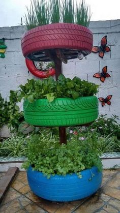 Garden Crafts, Diy Garden Decor, Garden Projects, Garden Art, Garden Design, Garden Decorations, Tire Planters, Garden Planters, Succulents Garden