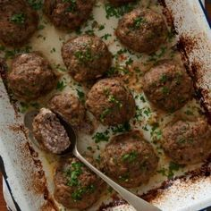 Die nederige frikkadel geniet nou die kollig in die koswêreld. Mince Recipes, Steak Recipes, Cooking Recipes, Meatball Recipes, Meatball Bake, Curry Recipes, Chili Recipes, South African Dishes, South African Recipes