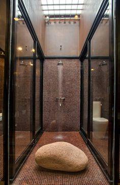 Modern bathroom by A4estudio