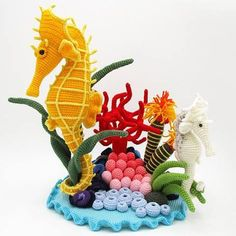 Beautiful pattern for Seahorse and the little garden - Crochet Tutorials – Seahorse crochet pattern amigurumi – a unique product by Dinegurumi on DaWanda Crochet Fish, Cute Crochet, Crochet Flowers, Crochet Patterns Amigurumi, Amigurumi Doll, Crochet Dolls, Crochet Sea Creatures, Crochet Animals, Single Crochet