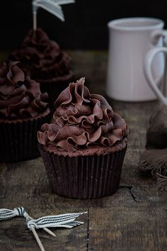 Food and Cook, Cupcakes de chocolate Chocolate Cupcakes, Chocolate Recipes, Mini Cakes, Cupcake Cakes, Cupcake Recipes, Dessert Recipes, School Cake, Delicious Desserts, Yummy Food