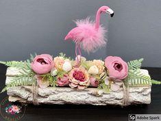 """@kezmuvescsodakmuhelye shared a photo on Instagram: """"🦩Farönkös, Flamingós cukiság🦩 30 cm hosszú farönkre készült. #asztaldísz #ajándék #artificialflower #selyemvirág #flamingó #egyedi #mik…"""" • Jul 7, 2020 at 3:42pm UTC Floral Wreath, Crown, Wreaths, Instagram, Home Decor, Floral Crown, Corona, Decoration Home, Door Wreaths"""