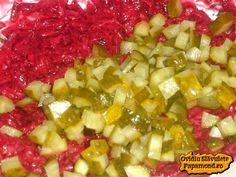 Salata de sfecla rosie cu iaurt şi castraveciori | Papamond Romanian Food, Fruit Salad, Salad Recipes, Food And Drink, Homemade Food, Salads, Fruit Salads
