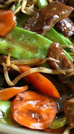 Beef Stir-fry with Snow Peas and Mushrooms This beef stir fry is a great way to pack in those healthy veggies, plus it's super versatile. This tasty dish comes together in less than 5 minutes! - Beef Stir-Fry with Snow Peas and Mushrooms Wok Recipes, Asian Recipes, Dinner Recipes, Cooking Recipes, Healthy Recipes, Cooking Rice, Cooking 101, Asian Foods, Sweets