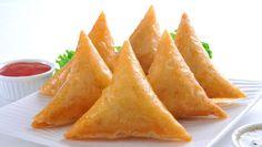 f741c76c06d06 NOVA RECEITA As chamuças são uma especialidade de origem indiana e uma  delícia para quem aprecia