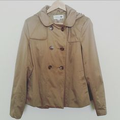 Tan Trench Coat Great Condition! Flattering Trench coat with Hoodie. Forever 21 Jackets & Coats Trench Coats