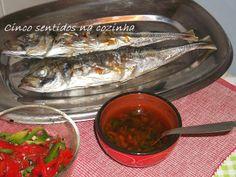 Cinco sentidos na cozinha: Carapaus grelhados com molho à espanhola e salada de pimentos