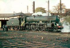 45705 Seahorse Disused Stations: Cheadle Heath Station Diesel Locomotive, Steam Locomotive, Steam Trains Uk, Disused Stations, Steam Railway, Abandoned Train, Railway Museum, British Rail, Old Trains