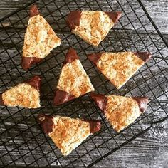 Nussecken Low Carb einfach The Effective Pictures We Offer You About crunchy Keto Snacks A quality p Low Carb Sweets, Low Carb Desserts, Low Carb Recipes, Keto Foods, Keto Snacks, 7 Keto, Paleo Diet, Ketogenic Diet, Menu Dieta Paleo