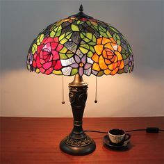Couleur Fuchsia, Tiffany Table Lamps, Colorful Flowers, Glass Shades, Flower Patterns, Retro Fashion, Home Decor, Flower Doodles, Decoration Home