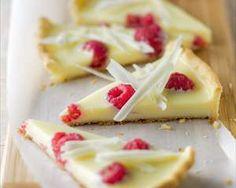White Chocolate Tarte w/ Raspberries Sweet Pie, Sweet Tarts, Tart Recipes, Sweets Recipes, French Patisserie, Sweet Bakery, Sugar Cravings, Party Desserts, Cupcake Cakes
