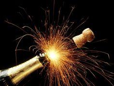 Vous ne savez toujours pas où passer votre soirée du 31 décembre et fêter le Nouvel An 2016 comme il se doit?! Avez- vous pensé à profiter d'une soirée inoubliable sur un bateau parisien à la programmation musicale explosive? Voici pour vous uneséléction de soirées pour célébrer la Saint-Sylvestre sur des incontournables bateaux de la capitale: #31décembre #Stsylvestre #LesBarrés #privatisation #sorties #champagne #bouchons #party
