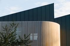MEYER+VORSTER curved timber screen wall