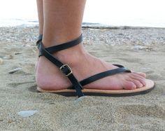 ♥ Ein paar von hoher Qualität, 100 % echte griechische Ledersandalen ♥ Sie sie den ganzen Tag tragen können, sind sie sehr bequem ♥ Perfekt für alltägliche Abenteuer, Strand!!!  Auch bei Bräune Farbe: https://www.etsy.com/listing/187799779/leather-sandals-ankle-strap-leather?ref=shop_home_active_13  Wenn Sie eine halbe Größe nehmen, steigen Sie auf die nächste ganze Größe.  Damen Schuh Größen  EU________35........36..........37...........38........39..........40...